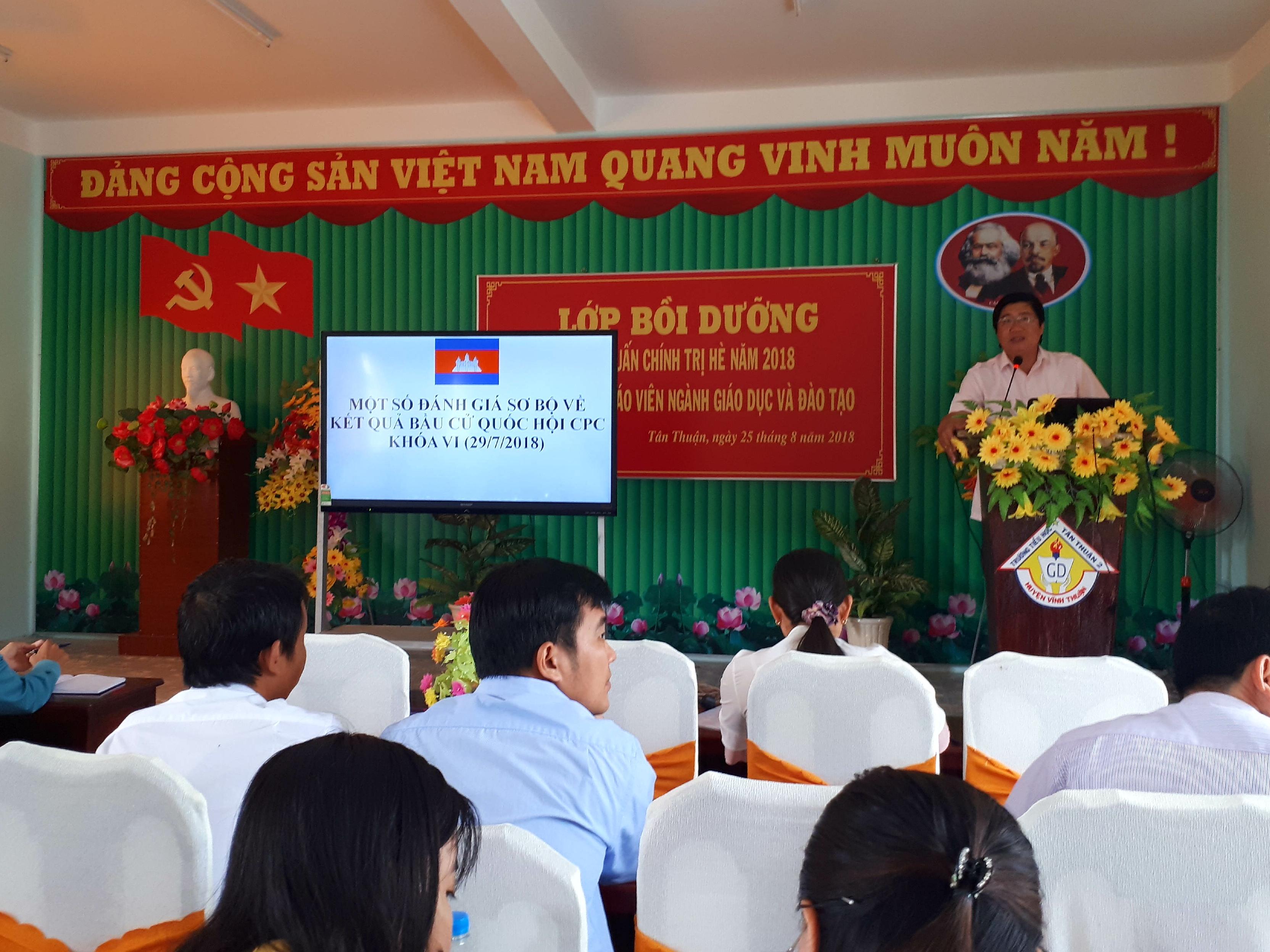 Sáng 7h30 ngày 26/8/2018 Đ/c Võ Thanh Xuân triển khai lớp bồi dưỡng chính trị hè cho CB- Gv xã Tân Thuận